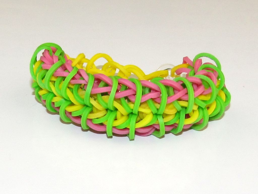 Rainbow Loom Zippy Chain A picture of the Zippy Chain